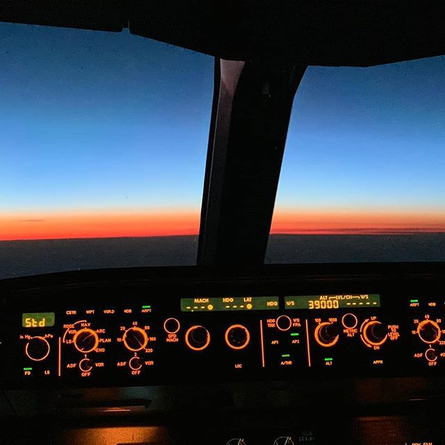 Sunrise over the North Atlantic#sunrise #cockpitview #iflyeurowings #a330