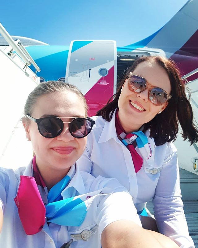 Keep your face to the sun and you will never see the shadows 🙌 #positivevibes #positivequote #wisewomen #friendship #girls #girlsatwork #stewardess #cabincrew #flightattendant #iworkeurowings #iflyeurowings #eurowings #eurowingscrew ...