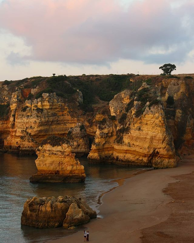 Throwing it back to the gorgeous Algarve ❣ ...#portugal #ig_portugal #algarve #lagos #pontadapiedade #cliffs #ocean #landscape #landscapephotography #travelphotography #travelstoke #watchthisinstagood #bbctravel #passionpassport #igworldclub ...